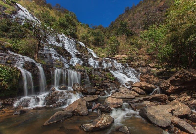 Härlig vattenfall på nationalparken i Thailand royaltyfri foto