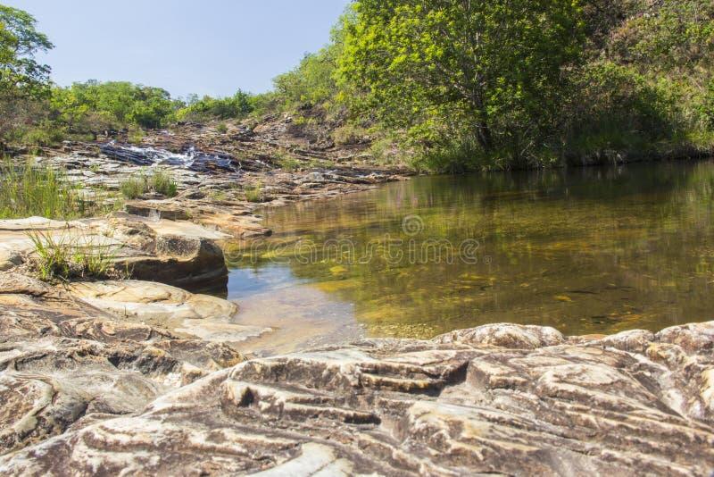 Härlig vattenfall - Serra da Canastra National Park - Minas Ge royaltyfria bilder
