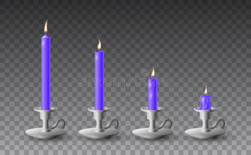 Härlig vektoruppsättning av gradvist brända realistiska purpurfärgade stearinljus på metallljusstakar på genomskinlig bakgrund vektor illustrationer