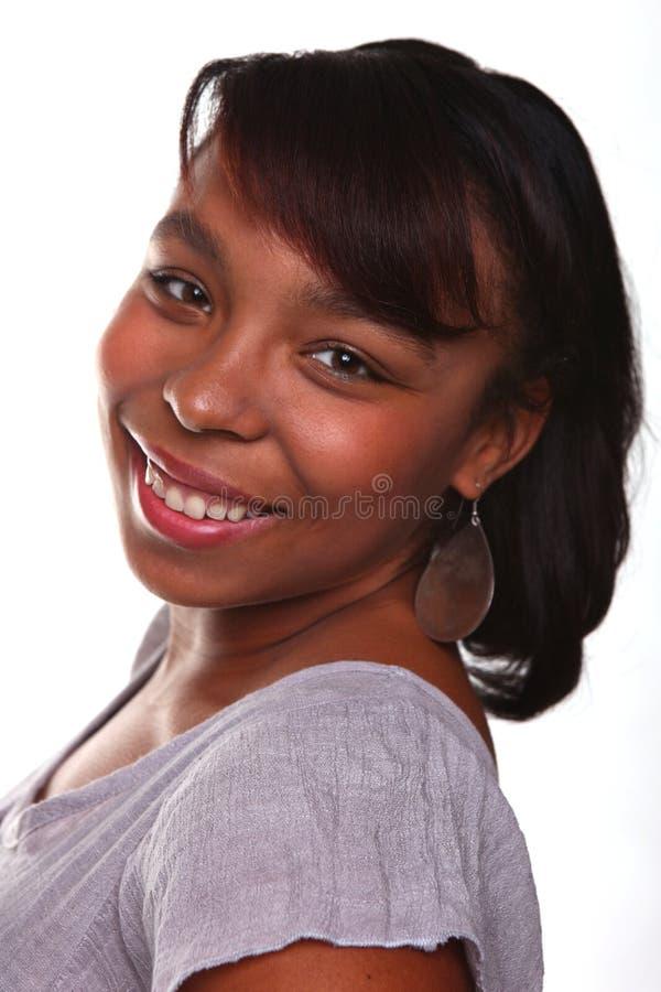 härlig vit kvinna för afrikansk amerikan royaltyfri foto