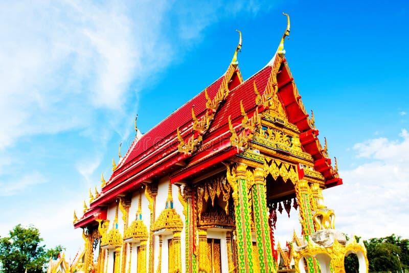 Härlig Wat Thai guld- tempel, Photharam Ratchaburi Thailand arkivfoto