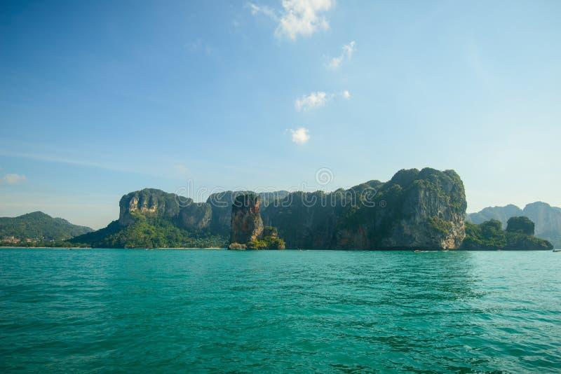 Härliga öar i det Andaman havet, Krabi, Thailand arkivfoton