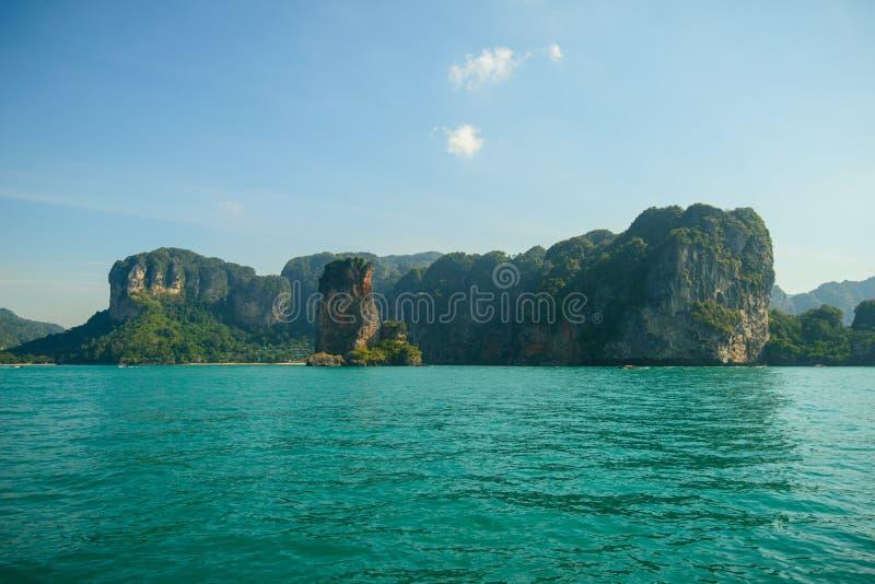 Härliga öar i det Andaman havet, Krabi, Thailand royaltyfri fotografi