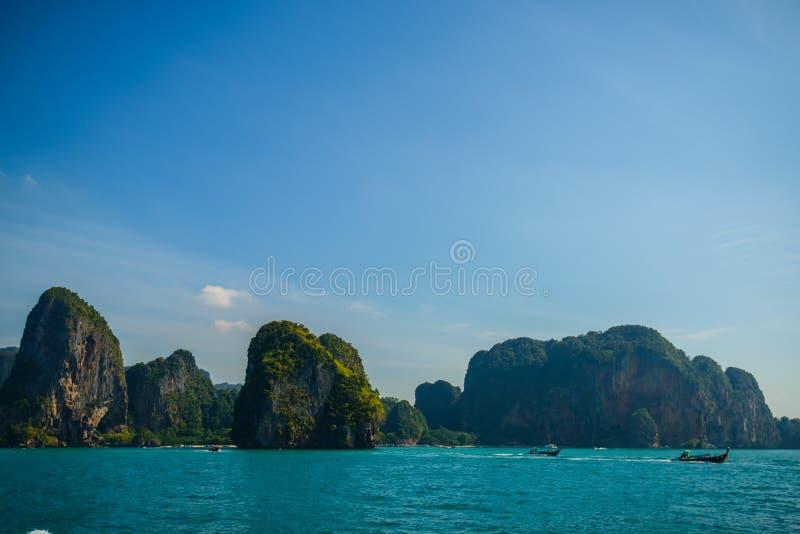 Härliga öar i det Andaman havet, Krabi, Thailand arkivbilder