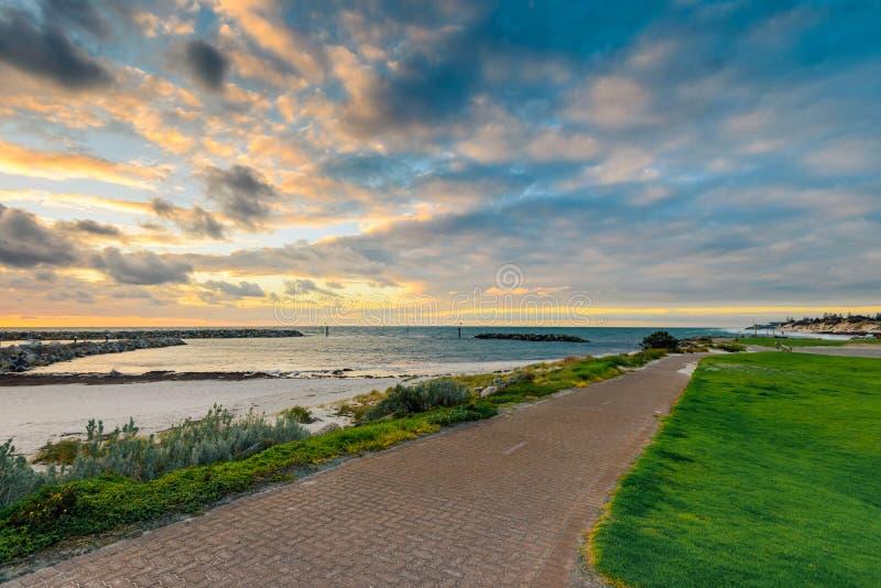 Härliga Adelaide kuster på solnedgången royaltyfri bild