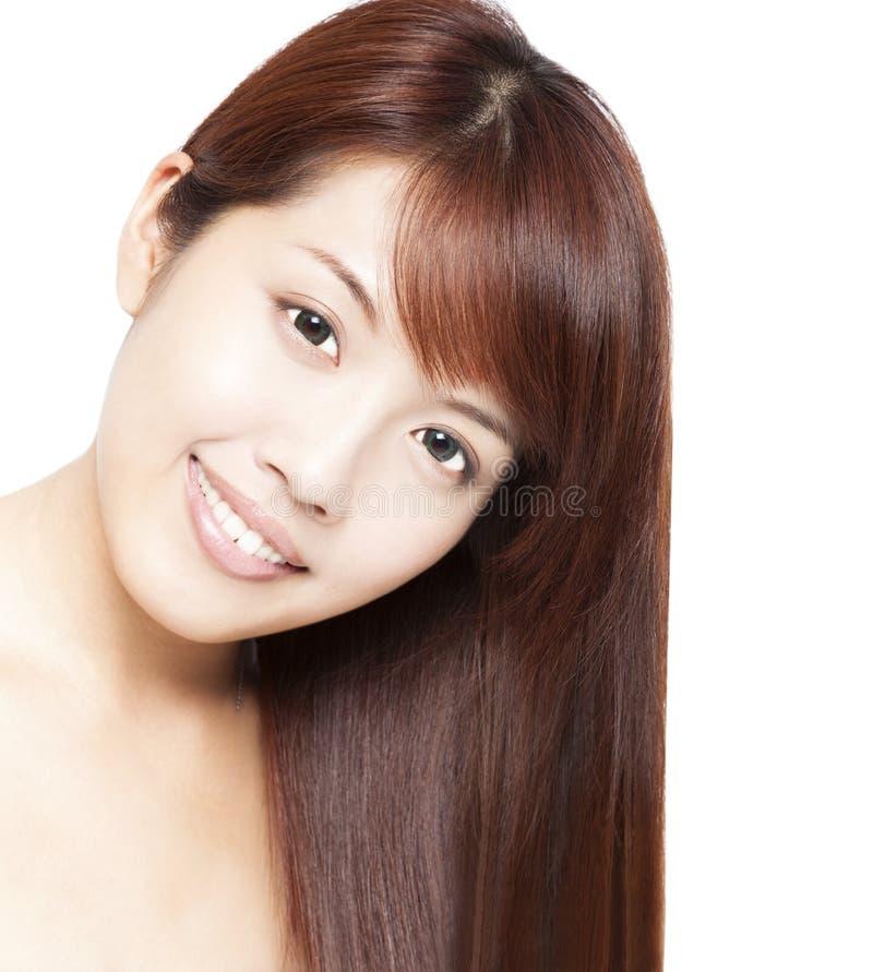 härliga asiatiska kvinna framsida och hår royaltyfri foto