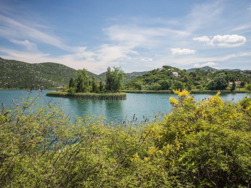 Härliga Bacina sjöar i Dalmatia, Kroatien - semestra destinationen arkivbild