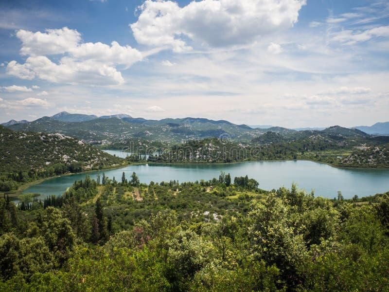 Härliga Bacina sjöar i Dalmatia, Kroatien - semestra destinationen royaltyfri foto