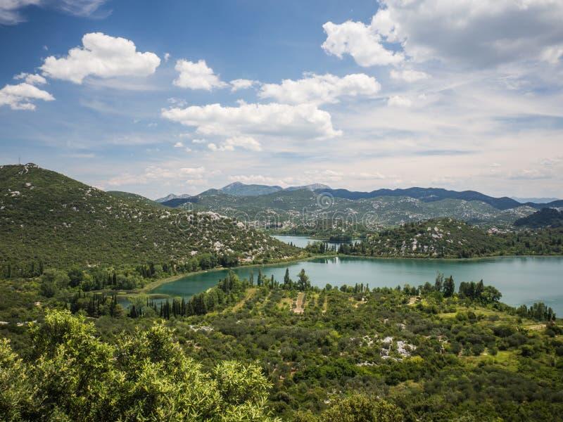 Härliga Bacina sjöar i Dalmatia, Kroatien - semestra destinationen royaltyfri bild