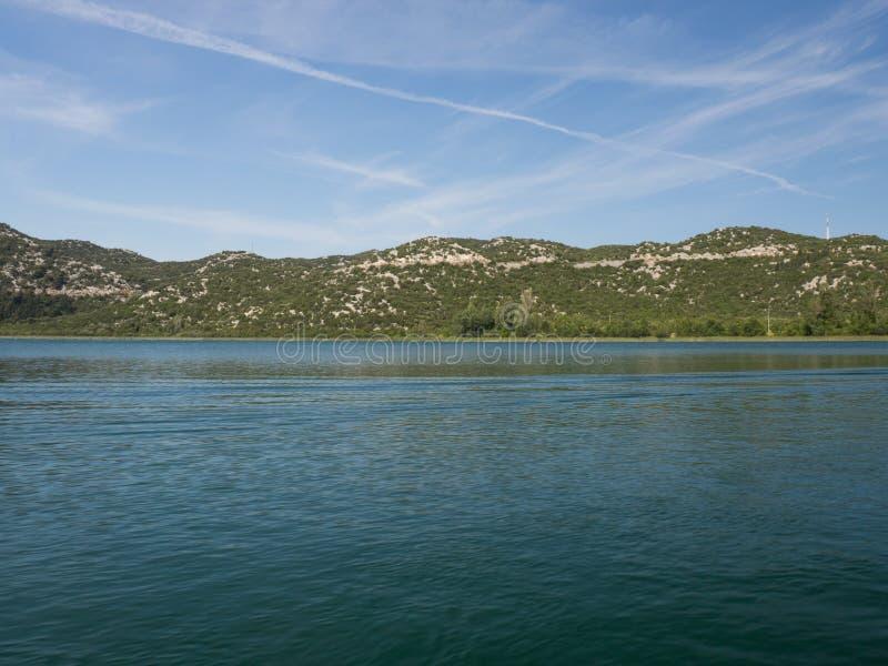 Härliga Bacina sjöar i Dalmatia, Kroatien - semestra destinationen royaltyfri fotografi