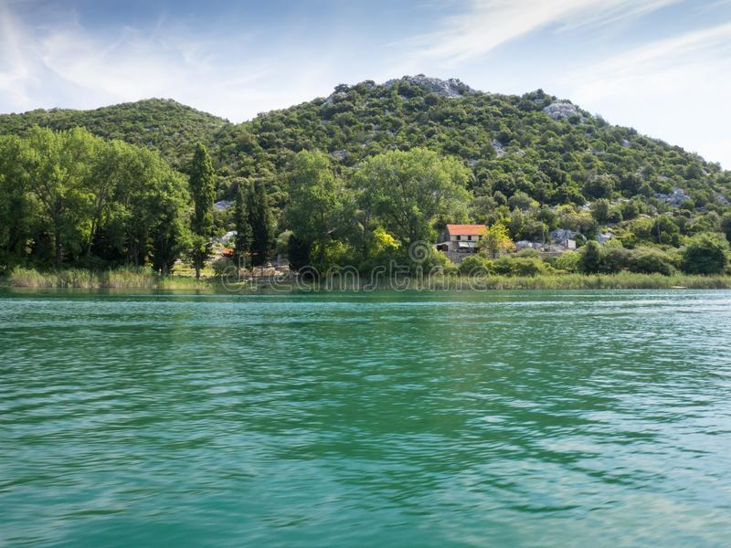 Härliga Bacina sjöar i Dalmatia, Kroatien - semestra destinationen royaltyfria foton