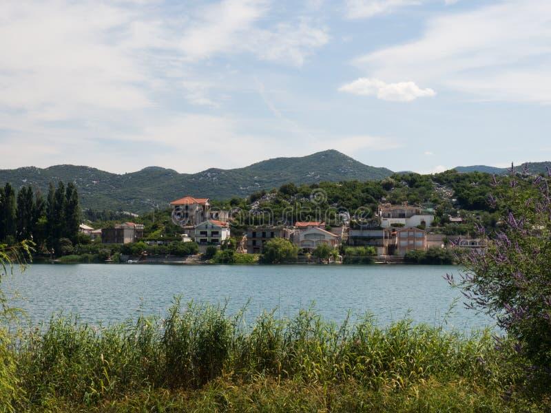 Härliga Bacina sjöar i Dalmatia, Kroatien - semestra destinationen arkivbilder