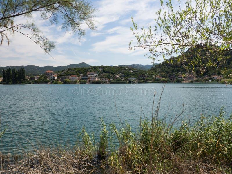 Härliga Bacina sjöar i Dalmatia, Kroatien - semestra destinationen fotografering för bildbyråer