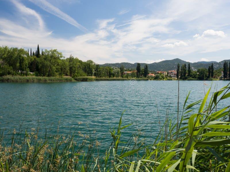 Härliga Bacina sjöar i Dalmatia, Kroatien - semestra destinationen arkivfoto