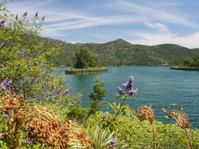 Härliga Bacina sjöar i Dalmatia, Kroatien - semestra destinationen arkivfoton