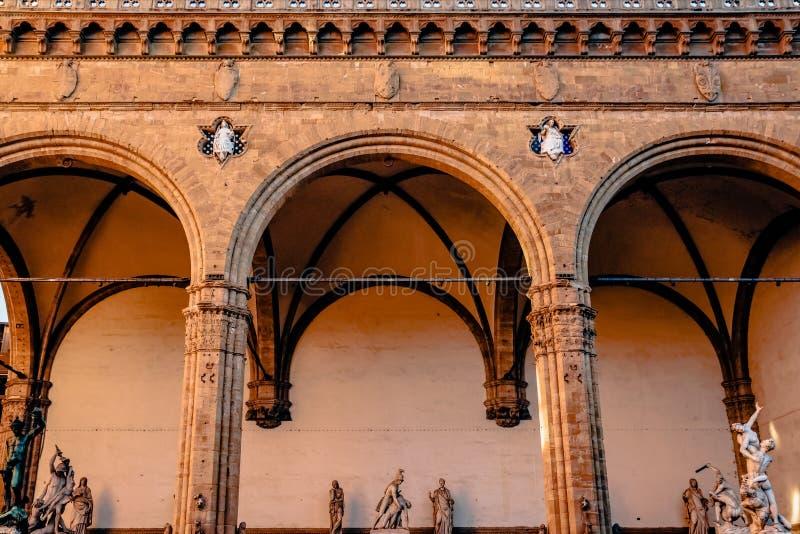 härliga berömda Loggia de Lanzi med antika statyer arkivfoton