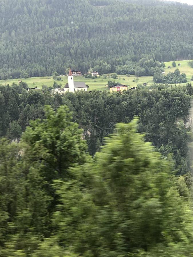 Härliga bilder Österrike på huvudvägplatsen mellan Schweiz till ITELY royaltyfria bilder