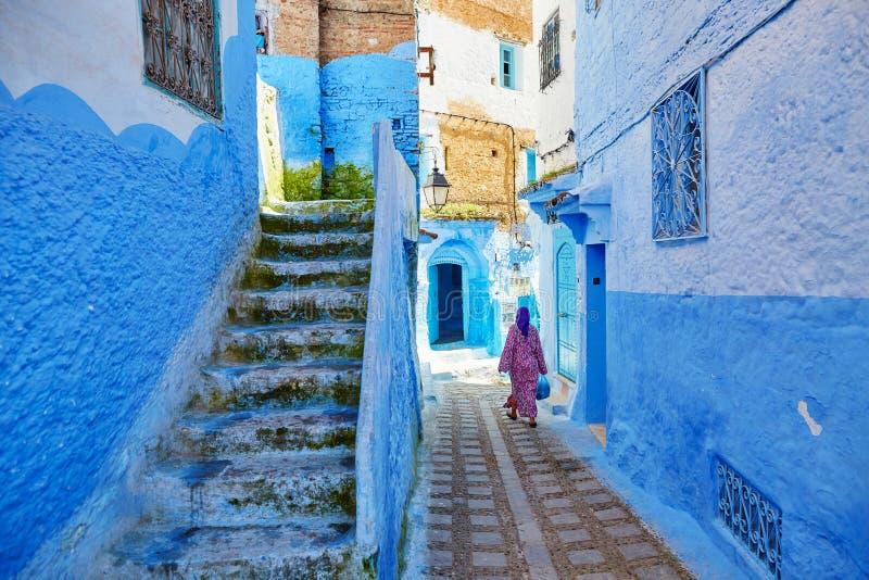 Härliga blåa medina av Chefchaouen, Marocko royaltyfria foton