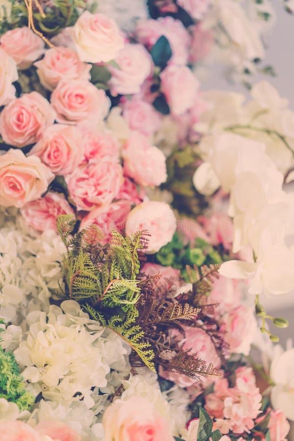 Härliga blommor för valentin och bröllopplats (Filtrerat fotografering för bildbyråer