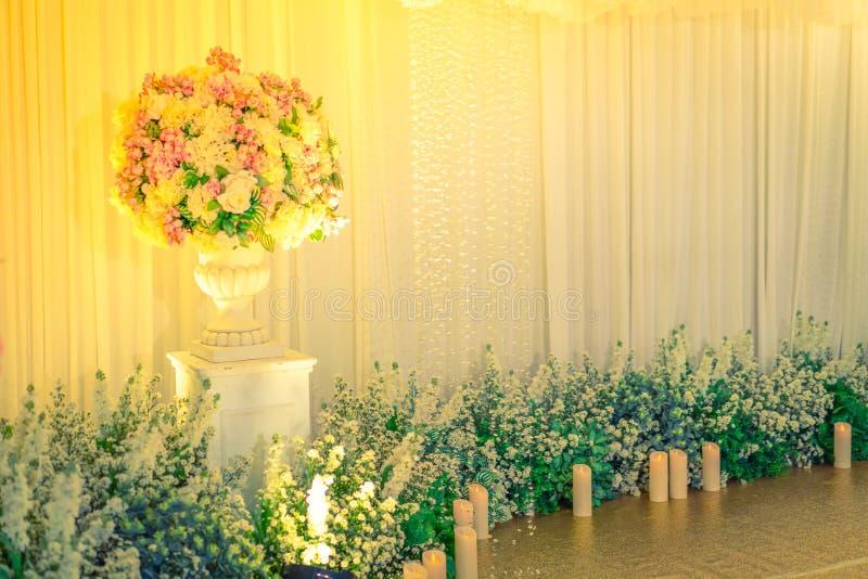 Härliga blommor för valentin och bröllopplats (Filtrerat arkivfoto