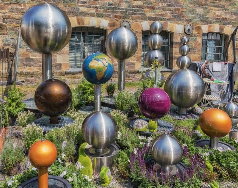 Härliga bollspringbrunnar i olika variationer arkivbilder