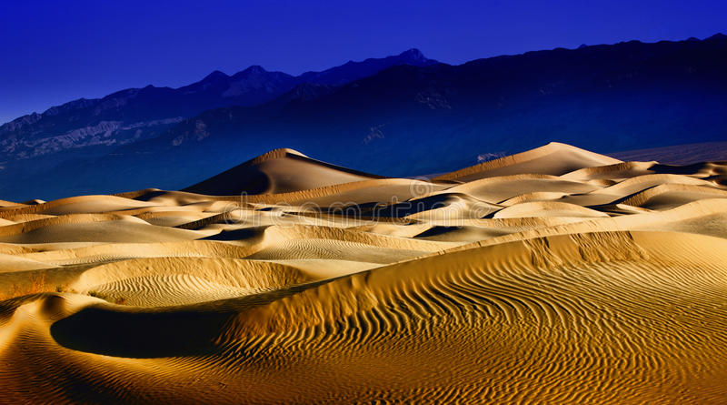 härliga döddynbildande sand dalen arkivbild