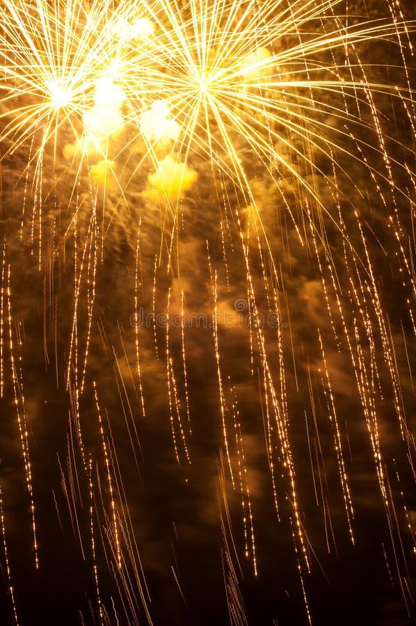 Härliga exponeringar av fyrverkerier i ett festligt lynne arkivfoton