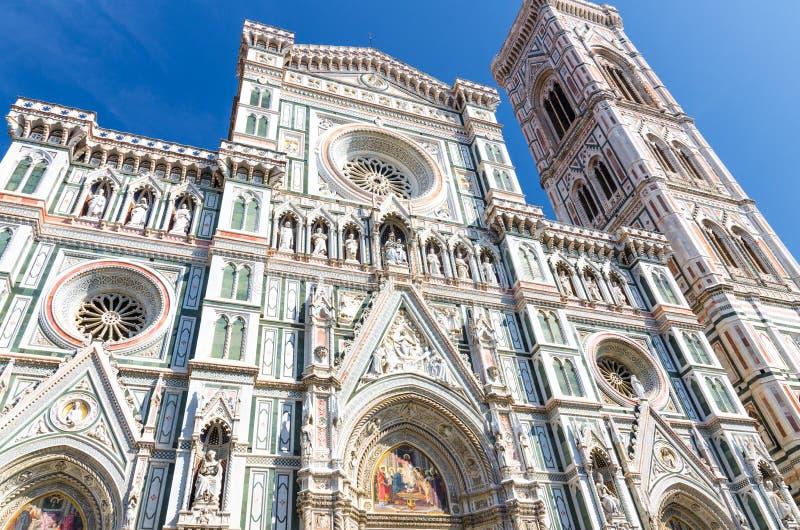 Härliga Florence Duomo marmorerar fasaden, den Cattedrale dien Santa Maria del Fiore, basilika av St Mary av blommadomkyrkan arkivbild