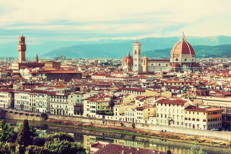Härliga Florence, Tuscany, Italien, retro gult fotofilter royaltyfri foto