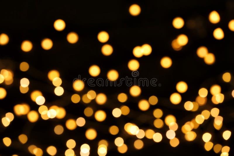 Härliga guld- ljus på mörk bakgrund fotografering för bildbyråer