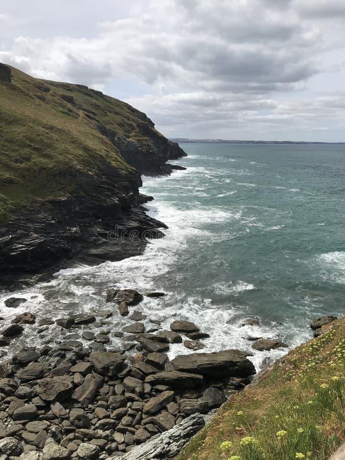 Härliga hav av soliga Cornwall royaltyfri foto