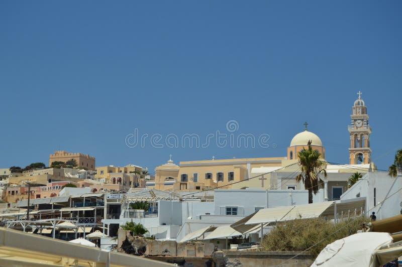 Härliga horisontsikter av den härliga staden av Fira på ön av Santorini Arkitektur landskap, lopp, kryssar omkring J royaltyfri foto