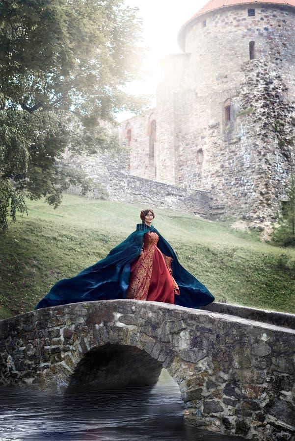 Härliga Isabella av Frankrike, drottning av England på medeltidperiod royaltyfri bild