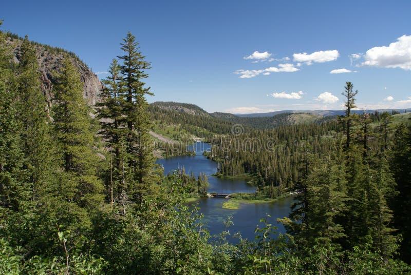 härliga kolossala Kalifornien lakes kopplar samman royaltyfria bilder