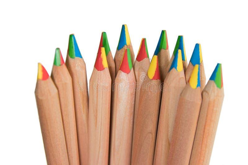 Härliga kulöra blyertspennor med mångfärgad spets arkivfoton