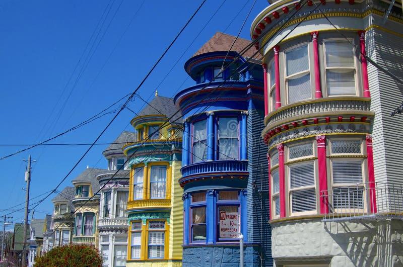 Härliga kulöra hus av det Haight & Ashbury området i San Francisco royaltyfria foton
