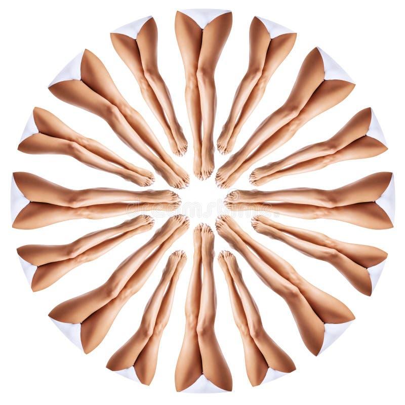 Härliga kvinnligben i kalejdoskopprydnad arkivfoto