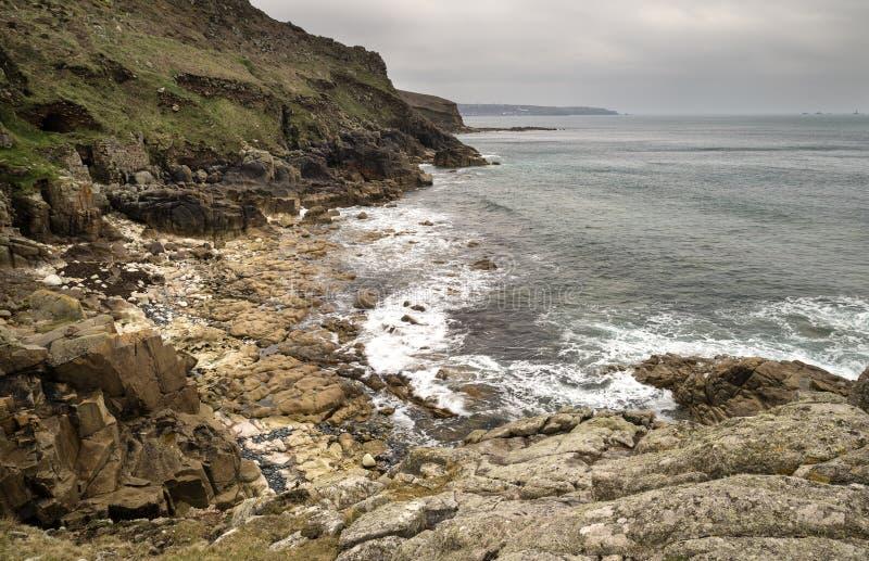 Härliga landscpae av den Porth Nanven stranden royaltyfria bilder