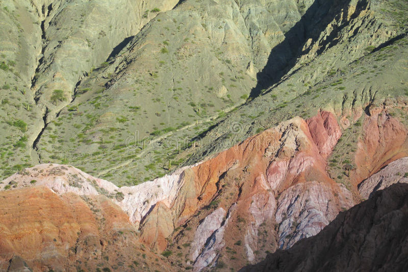 Härliga landskapberg i Quebrada de Humahuaca arkivbild