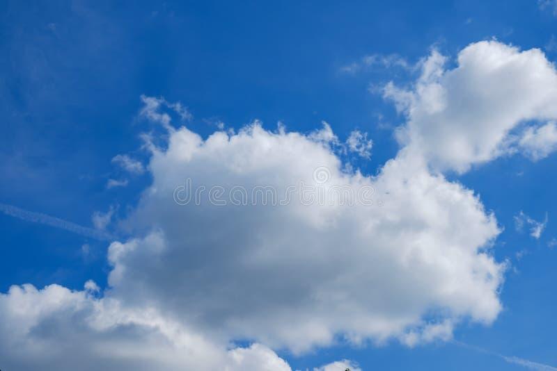 Härliga ljusa bakgrundsfärgblått meteorology royaltyfri foto