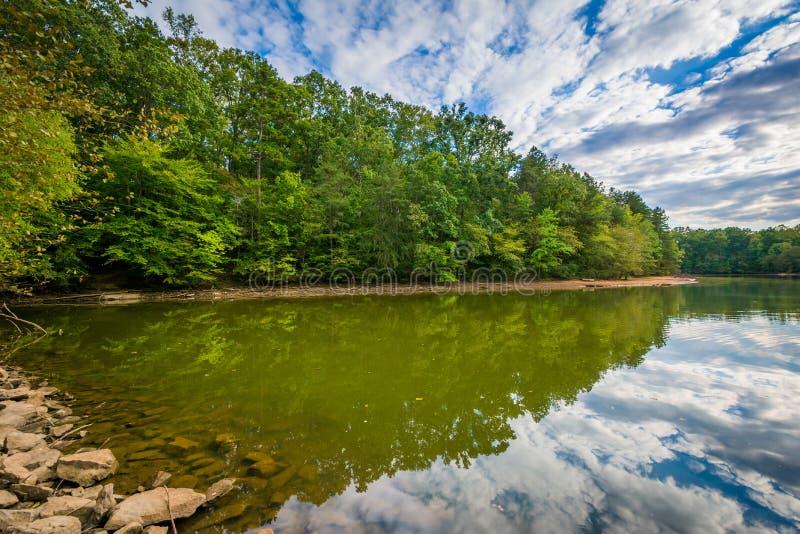 Härliga moln över sjönormand, på sjön Norman State Park, inte arkivbild