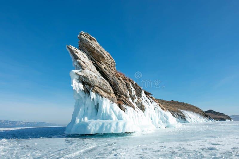 Härliga mycket små istappar på den Ogoy ön; naturskapelse i vinter på Sibirien, Ryssland royaltyfri bild