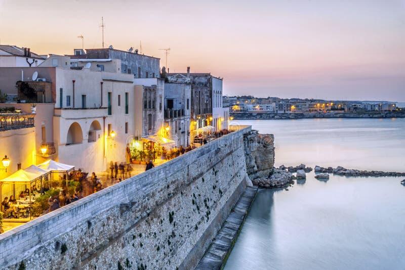 Härliga Otranto vid Adriatiskt havet, Italien arkivfoton