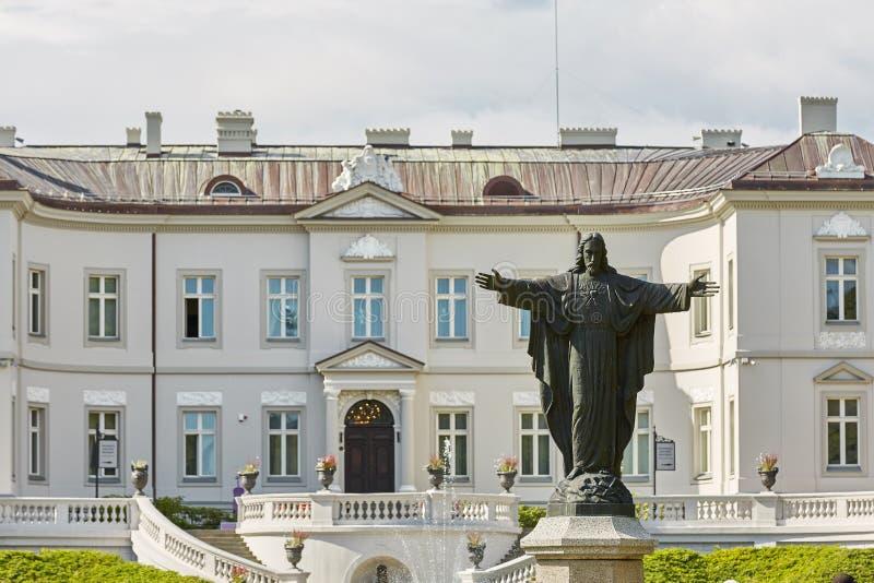 Härliga Palanga Amber Museum i den Tiskeviciai slotten och botaniskt royaltyfri foto
