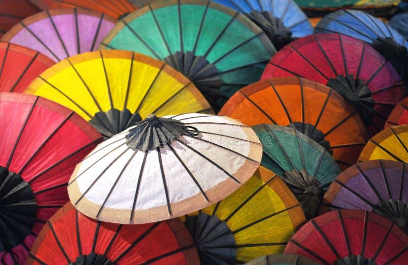 Härliga pappers- paraplyer arkivfoton