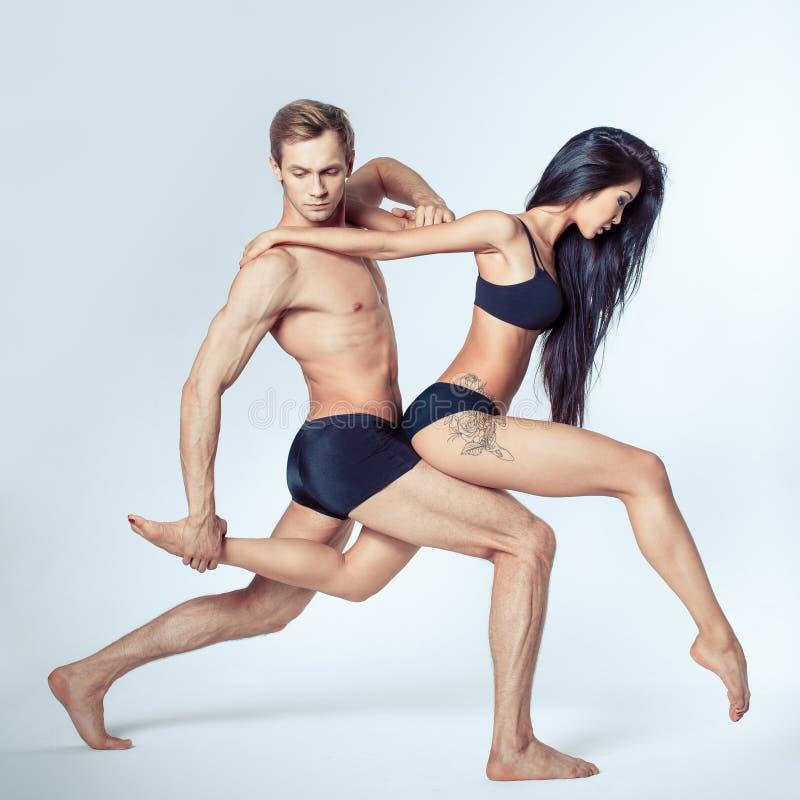 Härliga par av dansare arkivfoton