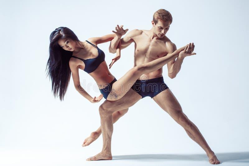Härliga par av dansare arkivfoto