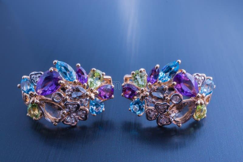 Härliga par för smycken av örhängen med gemstones arkivbild