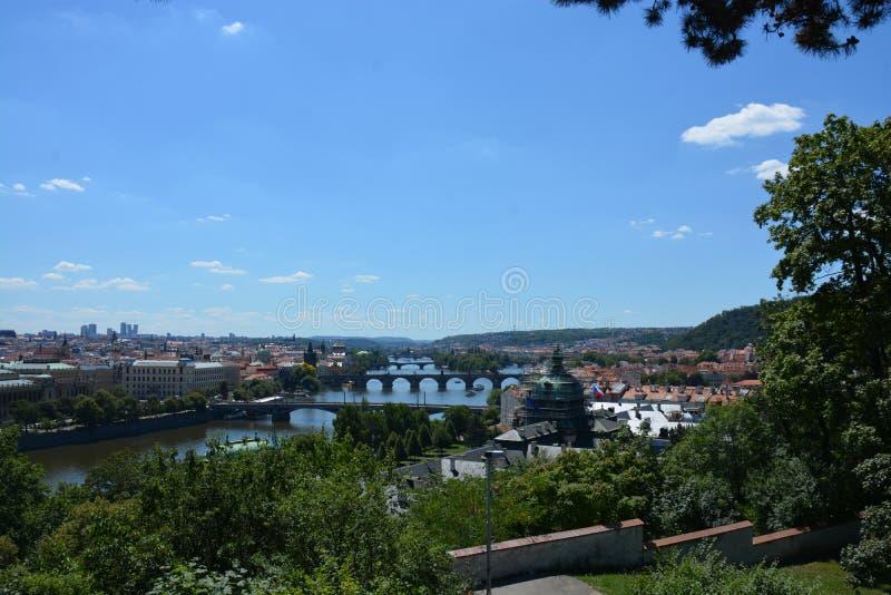 Härliga Prague är den soliga dagen för sommar arkivbild