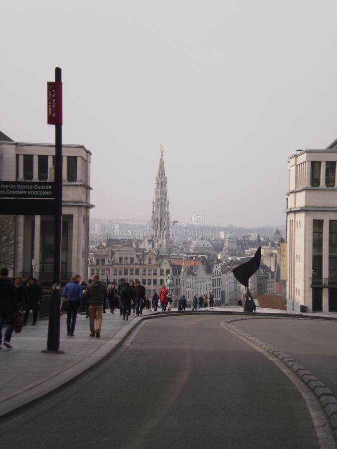 Härliga sikter av den gamla staden från övrefjärdedelen i Bryssel Mars 22, 2013 Belgien brussels Semesternaturgata royaltyfria bilder